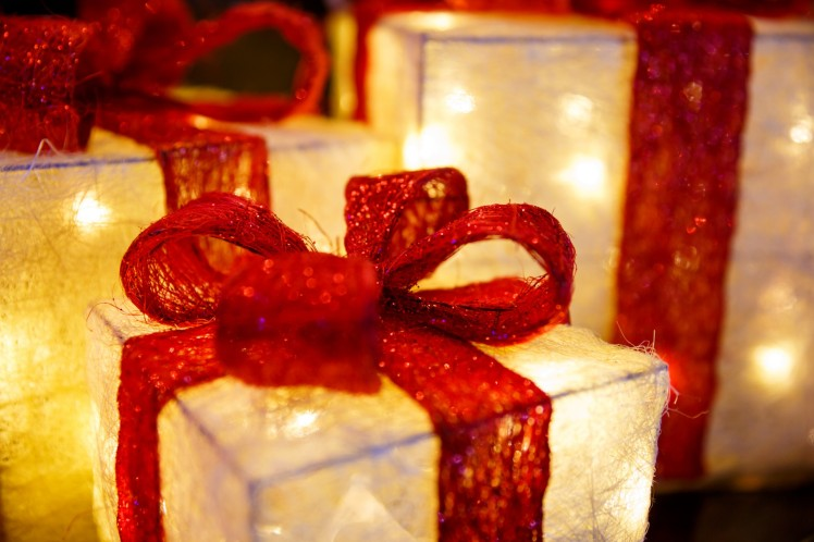 illuminated-christmas-presents